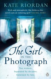 Girl in the Photograph - Riordan, Kate