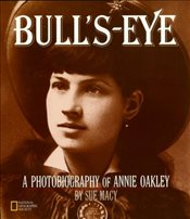 Bulls-Eye: A Photobiography of Annie Oakley (National Geographic Photobiographies) - Macy, Sue